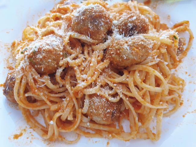 spaghetti-con-albóndigas