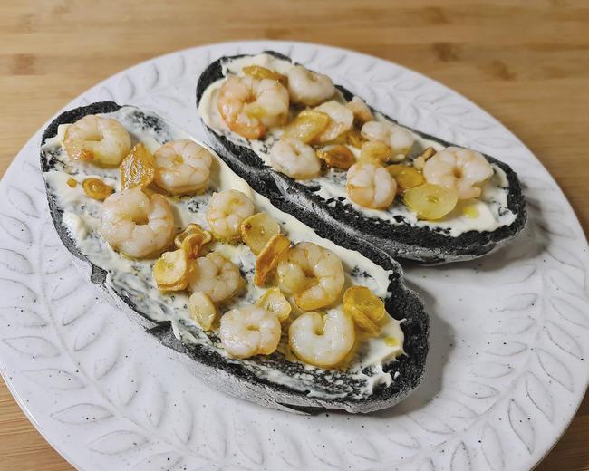 tosta-gambas-pan-negro-tinta-calamar-receta